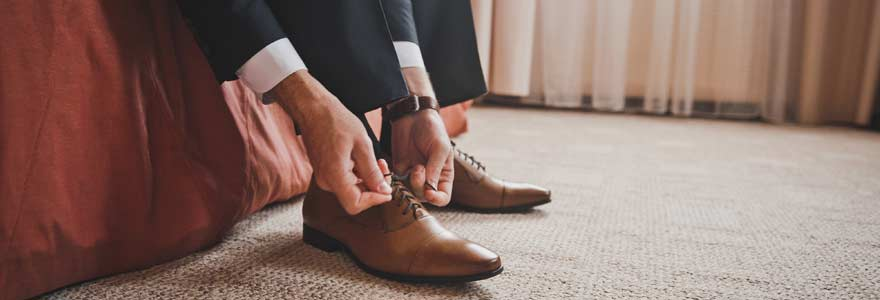 chaussures porter avec un costume